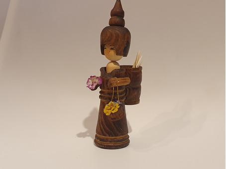 Деревянная фигурка подставка для зубочисток